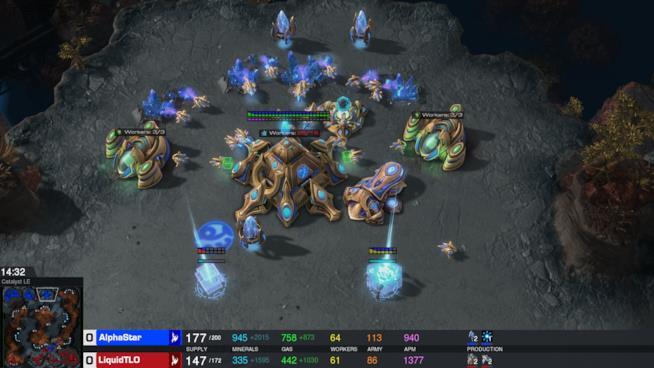 Un'immagine dalla partita di AlphaStar in StarCraft II