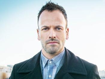 L'attore Jonny Lee Miller, protagonista di Elementary