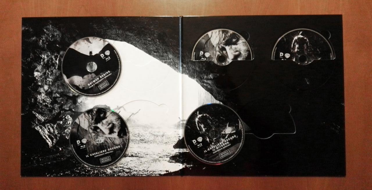 I cinque dischi che compongono la Vinyl Edition dedicata al Cavaliere Oscuro