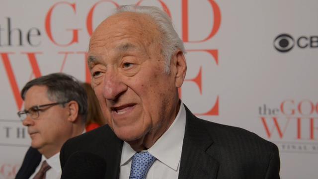 Jerry Adler in un'immagine promozionale