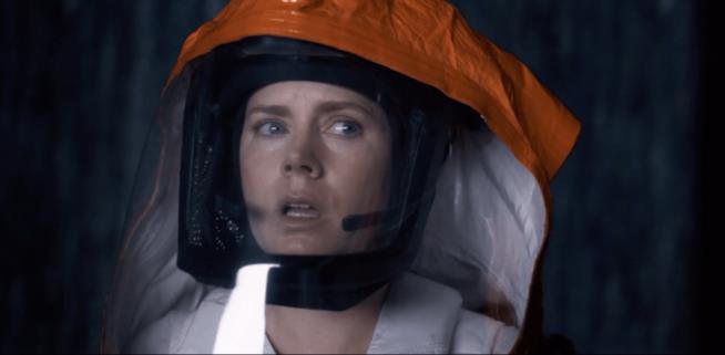 Amy Adams con la tuta spaziale in Arrival