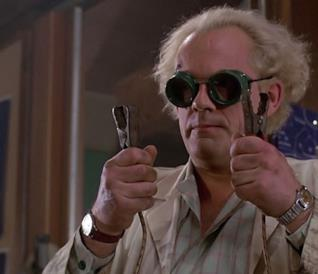 Christopher Lloyd nei panni di Doc