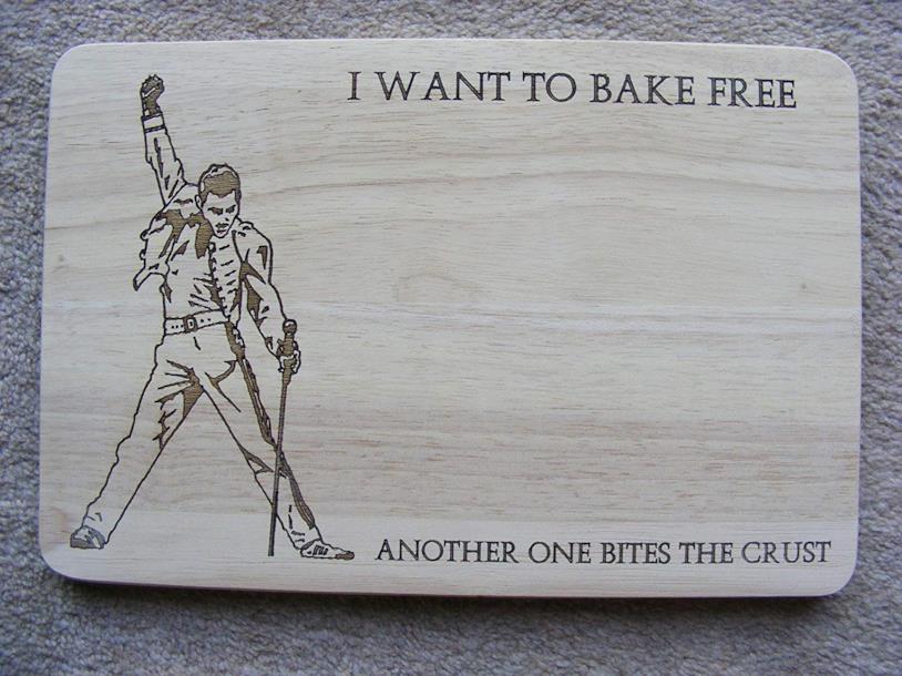 Tagliere formaggi raffigurante Freddie Mercury durante una sua performance