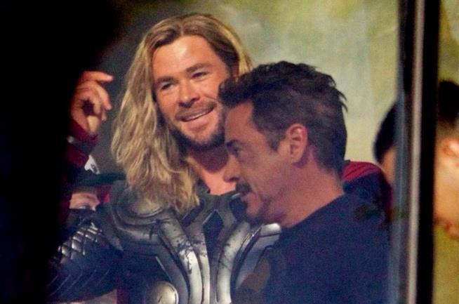 Chris Hemsworth e Robert Downey Jr. sul set di Avengers 4