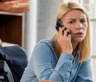 Carrie Mathison e Ray Conlin in una scena di Homeland