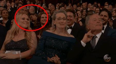 Chrissy Teigen dorme agli Oscar 2017 sulla spalla di John Legend
