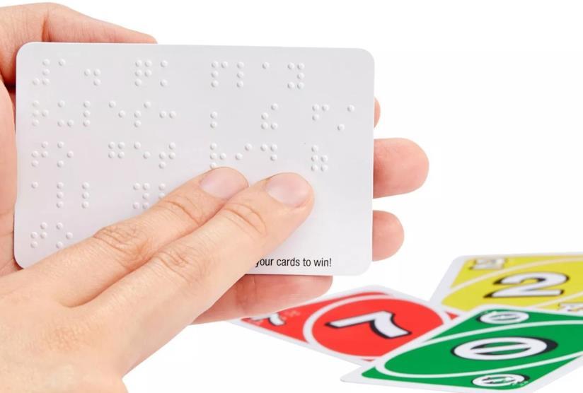 Una foto della versione Braille di UNO