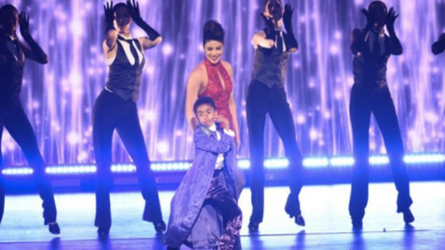 Priyanka Chopra e Miles Brown ai TV Upfront 2016