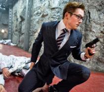 Taron Egerton in una scena del primo Kingsman