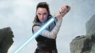 Un mezzobusto di Daisy Ridley nei panni di Rey in Star Wars: Gli Ultimi Jedi