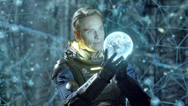 L'androide David è interpretato da Michael Fassbender