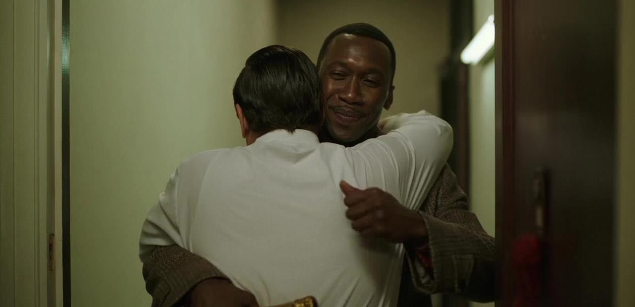 Don e Frank si abbracciano