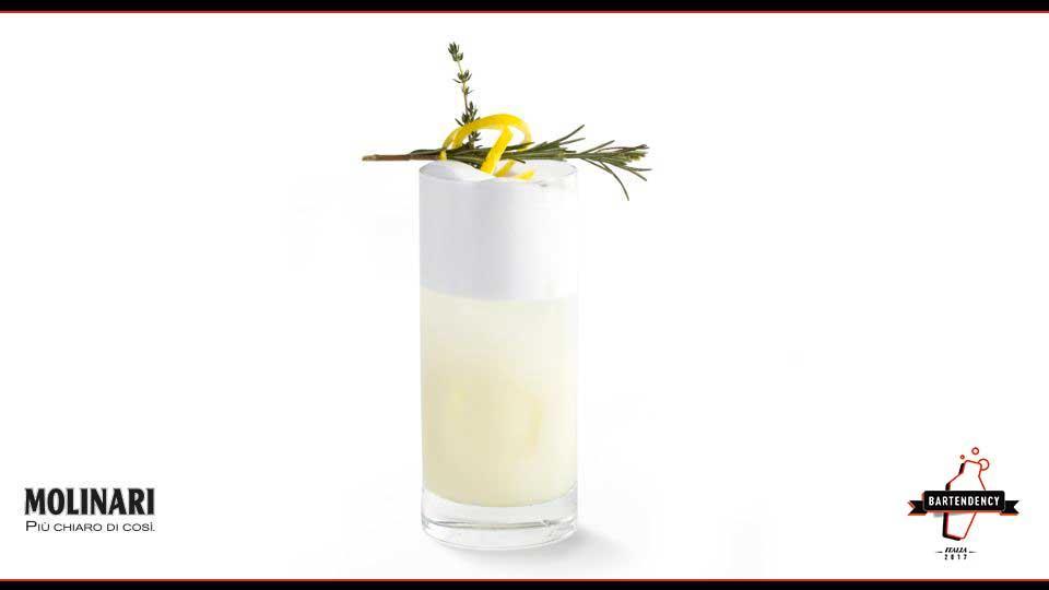 TUMBLER ALTO: solitamente è utilizzato per bevande a base di latte (o di frutta) e ghiaccio, per le bibite e per i long drink. La capacità è variabile tra 24 e 35 cl. Esempio di cocktail: Angelo Fizz.
