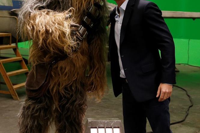 Il principe Harry abbraccia Chewbecca