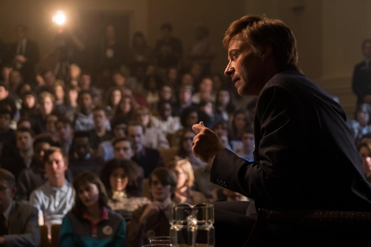 Gary Hart (Hugh Jackman) durante un rally