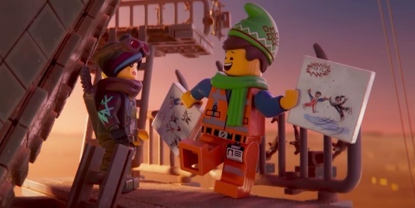 Emmet espone il suo piano per una festa natalizia a una non troppo entusiasta Wyldstyle nel corto animato The LEGO Movie 2 - Emmet's Holiday Party