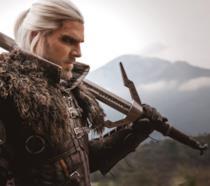 Ben Schamma impugna una spada nei panni di Geralt di Rivia
