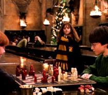 Harry e Ron giocano a scacchi a Hogwarts