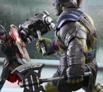 Le scale figure Hot Toys replicano una scena di Thor: Ragnarok