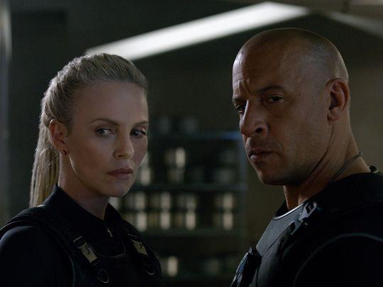 Charlize Theron e Vin Diesel in The Fate of the Furious