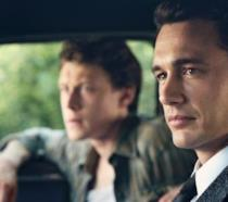 James Franco in macchina in una scena del primo episodio di 22.11.63