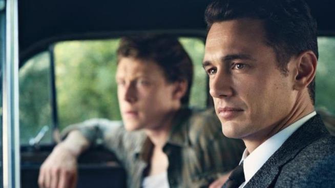 James Franco in macchina in una scena del primo episodio di 22.11.63