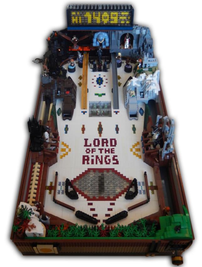 Primo piano del pinball di LEGO a tema Signora degli Anelli
