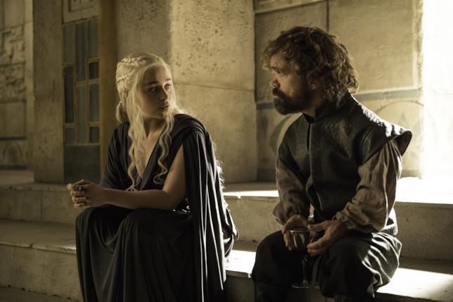 Emilia Clarke e Peter Dinklage interpretano Daenerys Targaryen e Tyrion Lannister in Game of Thrones