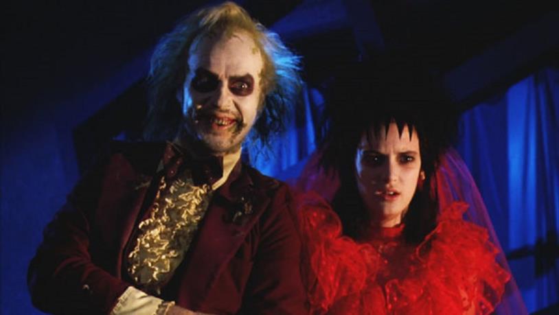 Beetlejuice e Lydia in una scena del film originale