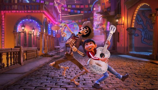 Hector e Miguel per le vide della città dei morti