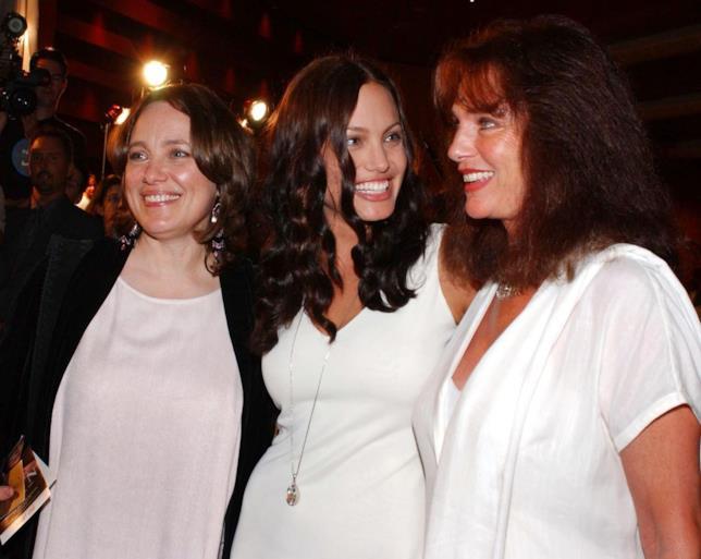 Marcheline Bertrand con la figlia Angelina Jolie e Jacqueline Bisset