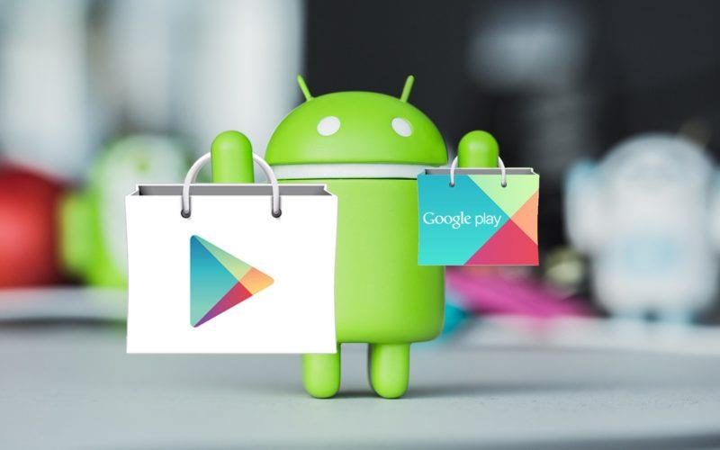 L'androide di Google con il logo del Play Store