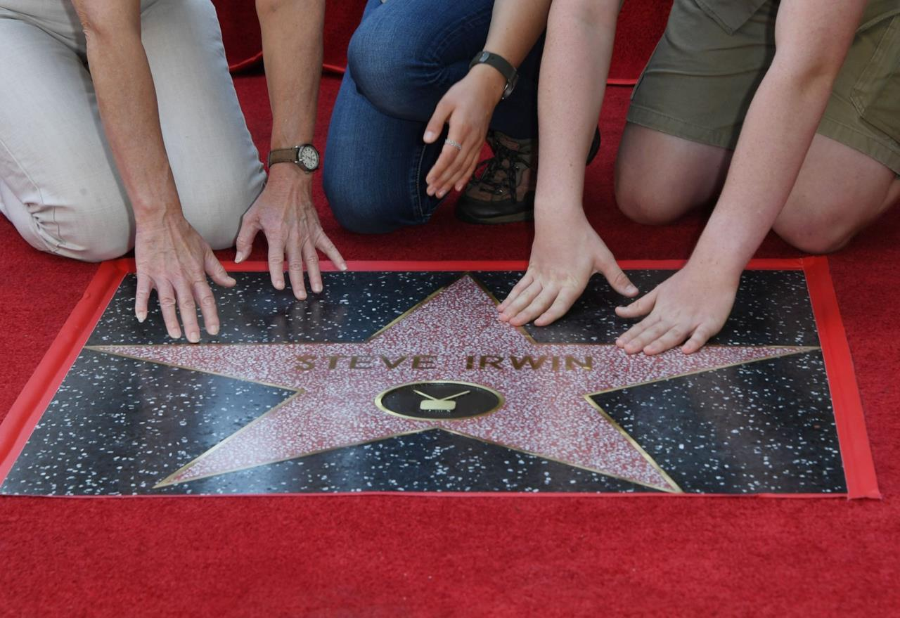 Terri Irwin, Bindi Irwin e Robert Irwin sulla stella di Steve Irwin