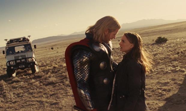 Thor e Jane in una scena d'amore
