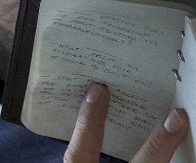 Un dettaglio del taccuino di Eddie Brock dalla prima immagine di Venom