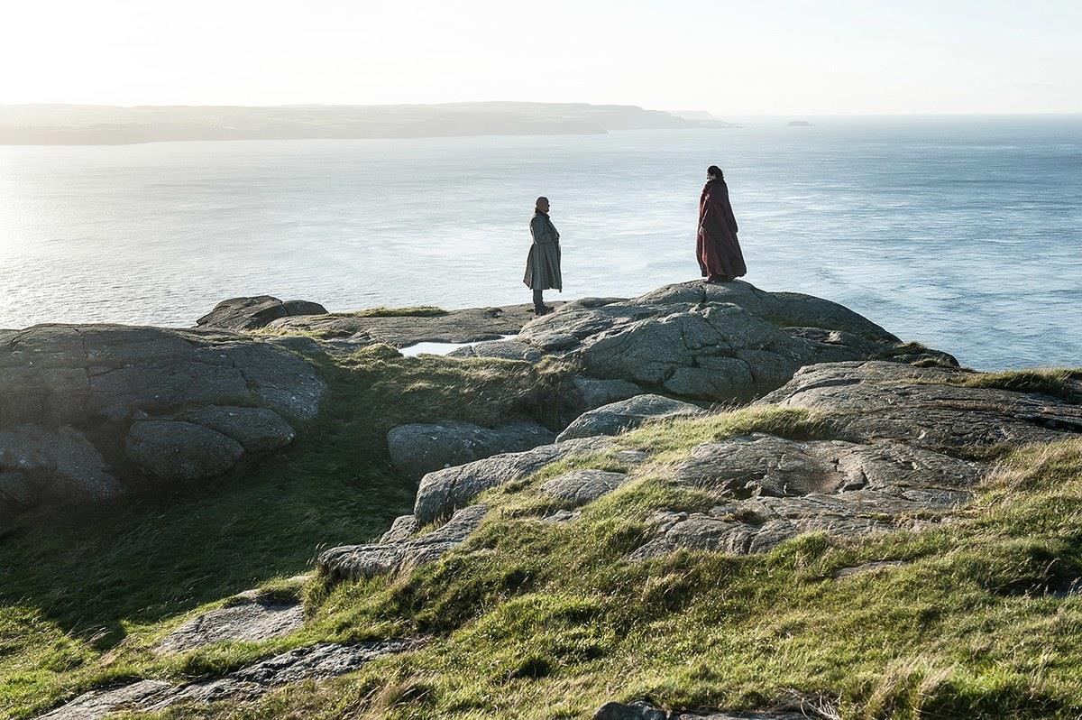 Melisandre e Varys sulla costa di Dragonstone