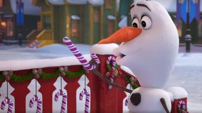 Olaf in una scena di Frozen: Le avventure di Olaf
