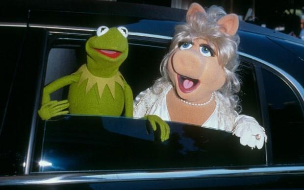 Kermit e Miss Piggy che spuntano dalla limousine
