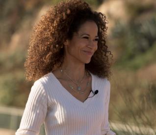 Sherri Saum in una scena della serie The Fosters
