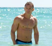 Daniel Craig in ottima forma in una scena di Casino Royale