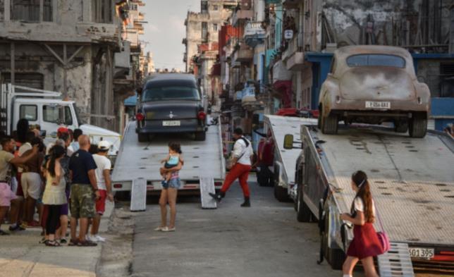 Una scena di Fast & Furious 8 a Cuba