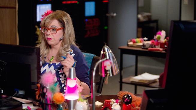 Penelope Garcia al computer in una scena di Criminal Minds