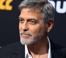 George Clooney fotografato sul Red Carpet durante lo screening di Catch-22