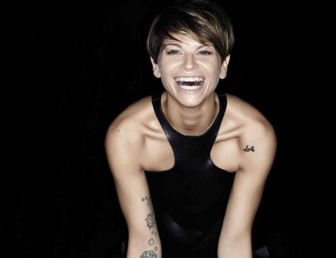 Alessandra Amoroso sorride alla Big Family