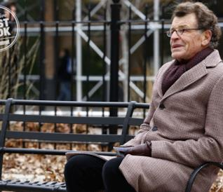 L'attore John Noble in una scena dell'episodio di The Blacklist