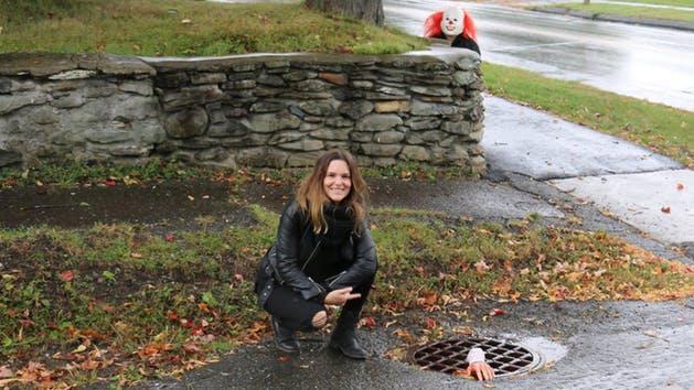 Una ragazza durante il tour di Bangor