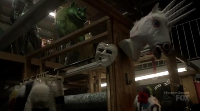 Il negozio di costumi in Scream Queens