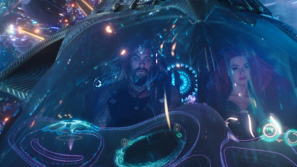 Aquaman e Mera in una capsula sottomarina
