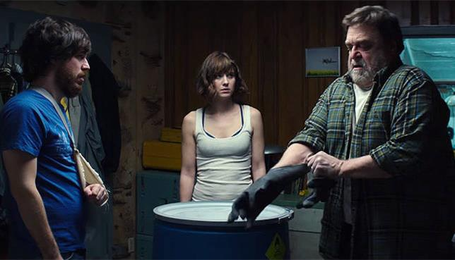 Mary Elizabeth Winstead, John Goodman e John Gallangher Jr in una scena del film