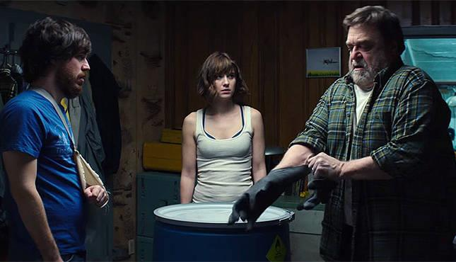 Mary Elizabeth Winstead, John Goodman e John Gallangher Jr in una scena del film